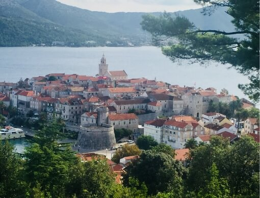 Korčula yacht tour from dubrovnik with ferretti fly 43 yacht